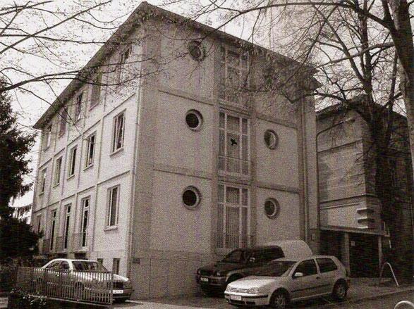 Bestehendes Bürogebäude vor Nutzungsänderung, Umbau und     Aufstockung